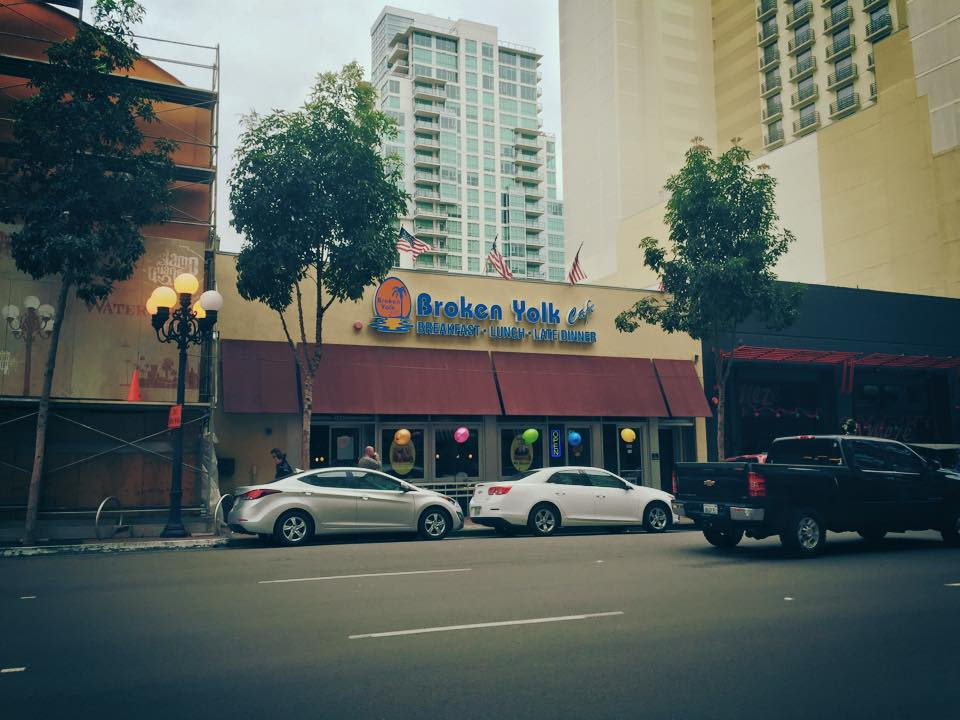 The Broken Yolk : Breakfast in San Diego Gaslamp District